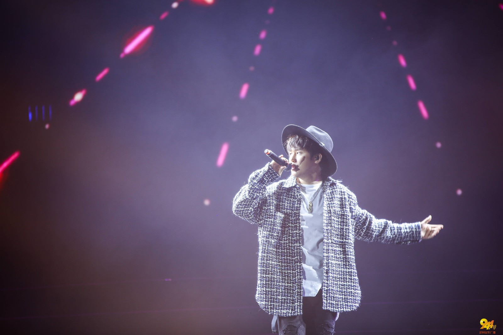 最热门人气男歌手 李炜