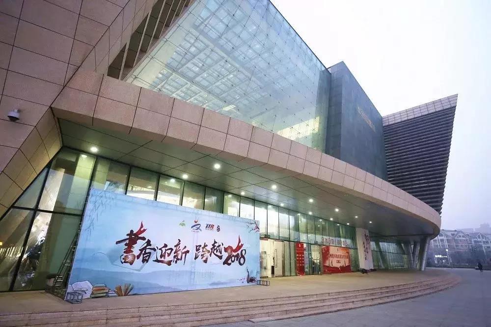 """跨年阅读专场,以""""阅读郑州""""为主题,延续城市文脉,提升文化品位。"""