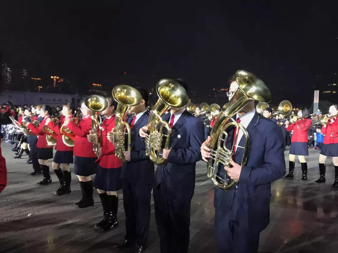 跨年行进管乐表演,以高雅音乐的大众化展示为动机,融入国际化语汇,体现大都市风范。