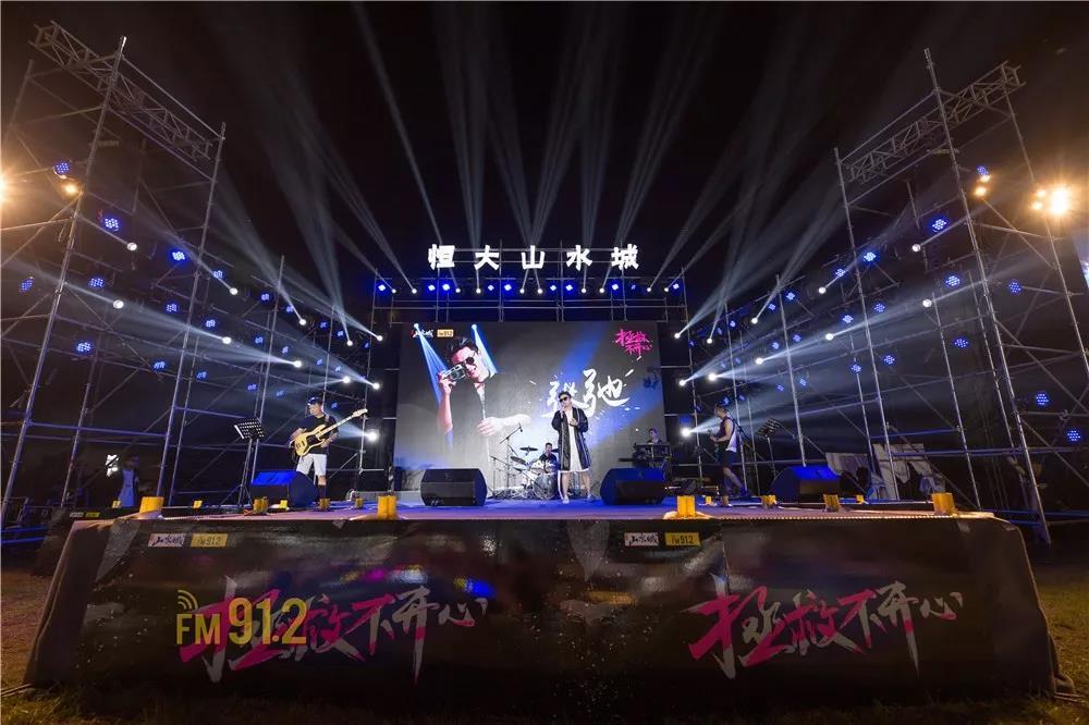 不管你在不在现场,现在,邀你一起感受郑州这场演唱会的魅力!